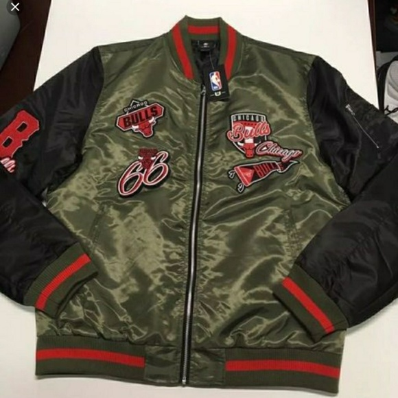 260a52675 NBA Chicago bulls Olive graphic bomber jacket